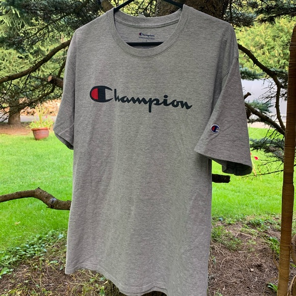 ♻️SOLD♻️Two Champion t-shirts